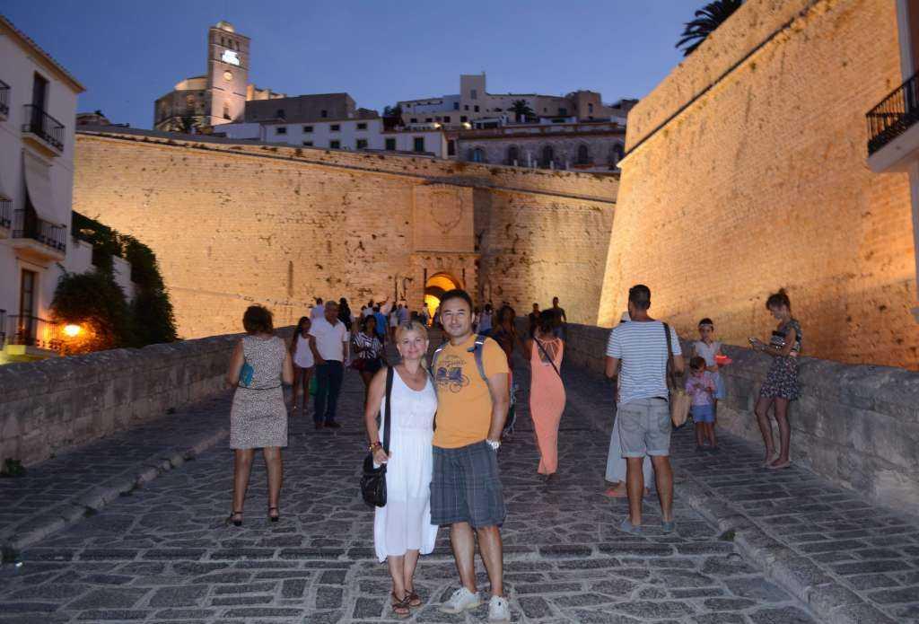 Kale Duvarları ve Katedral