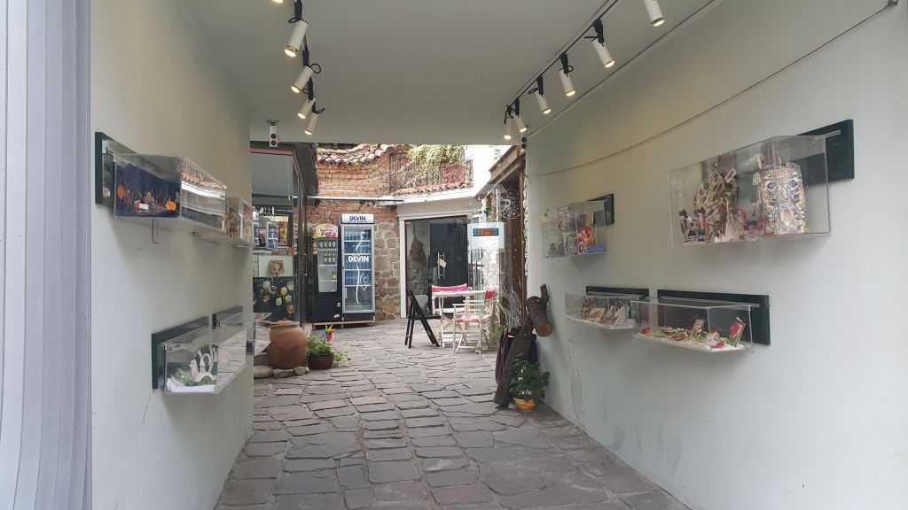 Plovdiv Old Town hediyelik eşya satan dükkanlar...Melis & Ben :)