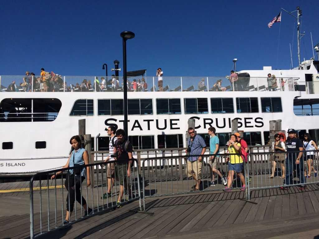 Beni Liberty Island'a getiren tekne
