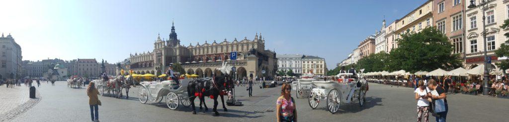 Meydanın panoramik görüntüsü