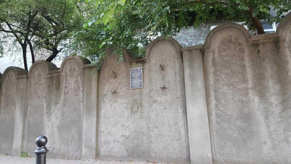 Krakow gettosundaki sınır duvarı kalıntılarından biri