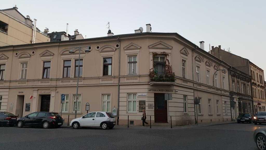 Apteka Pod Orłem - Tadeusz Pankiewicz'in Kahramanlar Meydanına bakan eczanesi