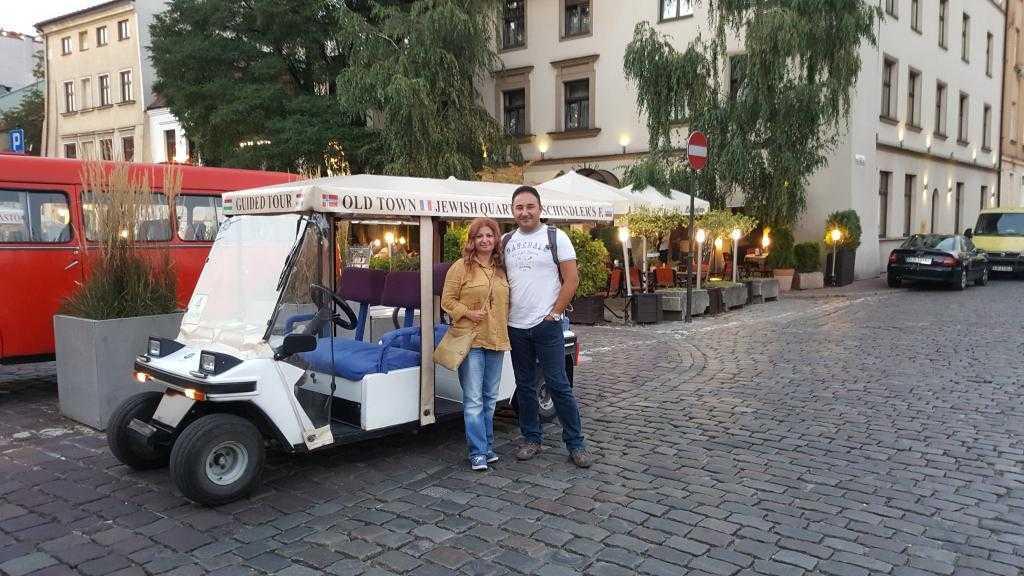 Tur arabamızla hatıra fotoğrafımız :)