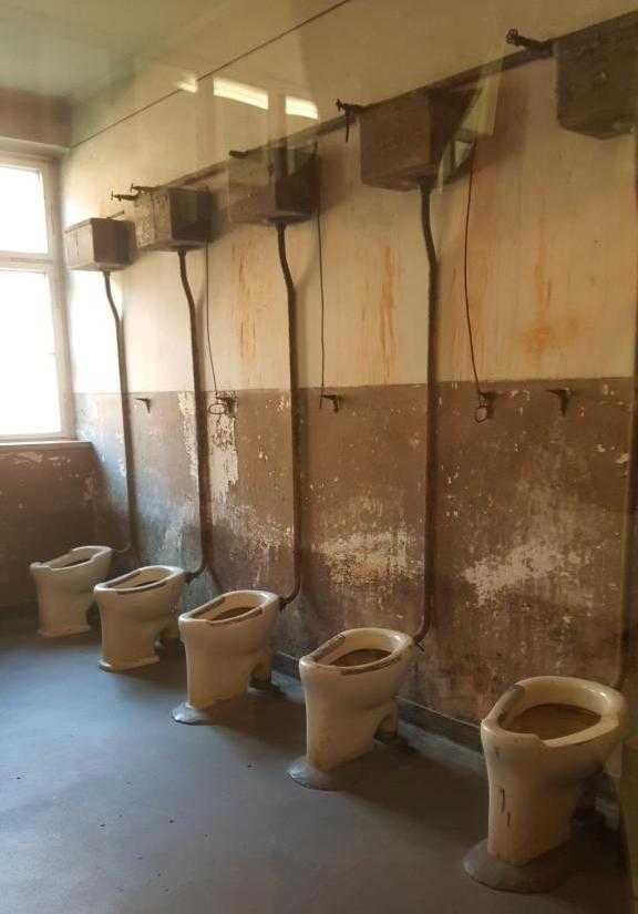 Esirlerin kullandıkları tuvaletler