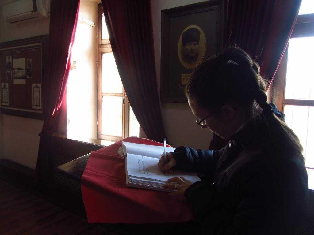 Anı defterine de yazabiliyorsunuz… Atatürk Anı Odası, Manastır Askeri İdadisi, Bitola, Makedonya