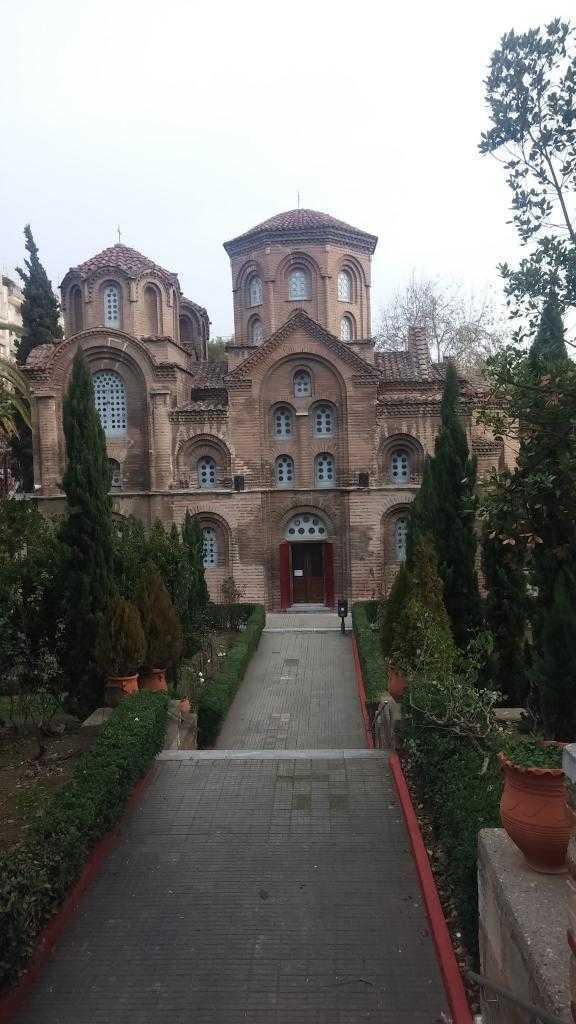 Forumdan aşağı inince yine eski bir kilise olan Pagan Kilisesi, Selanik