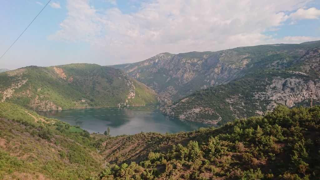 Koman Gölü'ne giderkenki yol manzaraları, Arnavutluk
